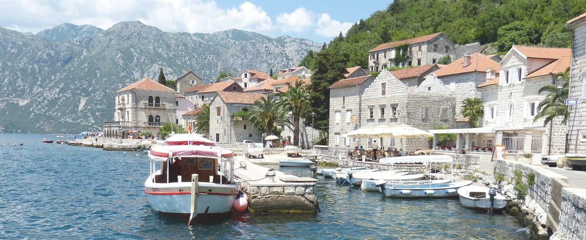 Kotor heeft verschillende gezellige terrassen met uitzicht aan het water.